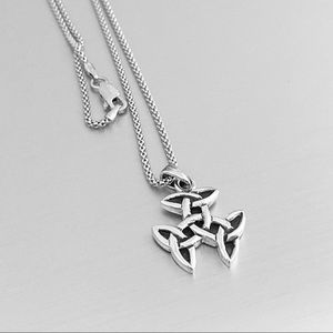 🌼🌼 NEW 🌼🌼 Silver Triple Triquetra Necklace